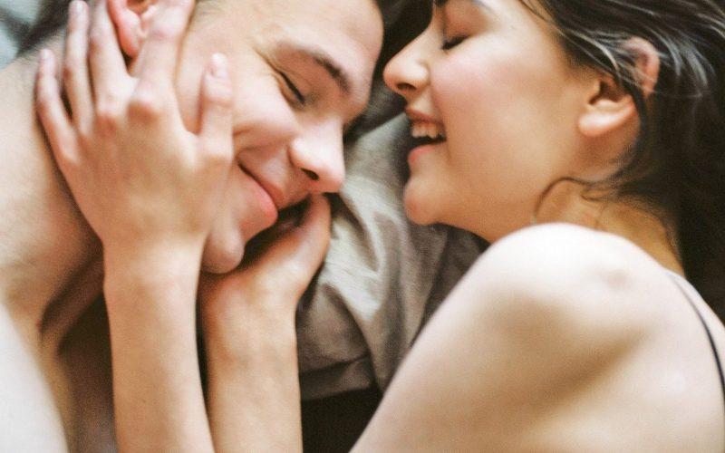Couple bonheur sextoy plaisir partagé